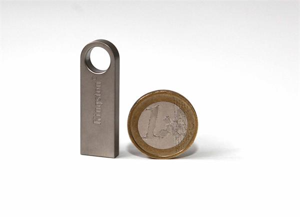 16 GB . USB 2.0 kľúč . Kingston DataTraveler SE9 kovový