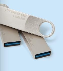 64 GB . USB 3.0 klúč . Kingston DataTraveler SE9 G2 kovový ( r100 MB/s, w15MB/s )